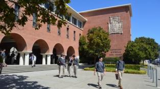 Học bổng 50% tại Archbishop Riordan High School, San Francisco, California